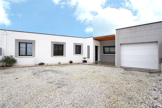 vente maison ste luce sur loire joli plain pied de 2011 proche bourg nord loire transactions. Black Bedroom Furniture Sets. Home Design Ideas