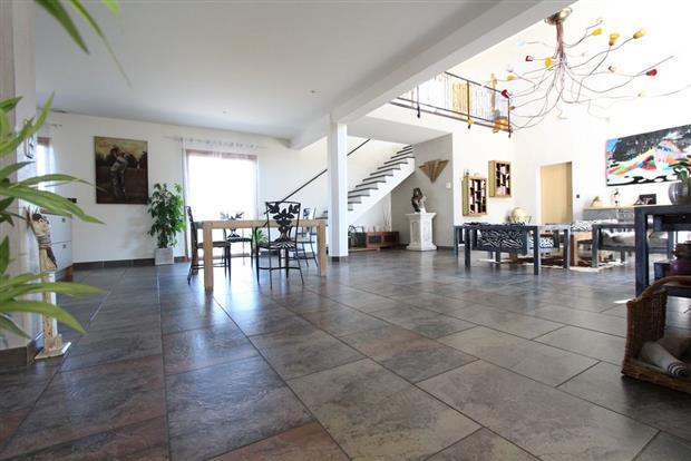 Vente maison nantes magnifique propri t de 375 m for Garage nantes sud